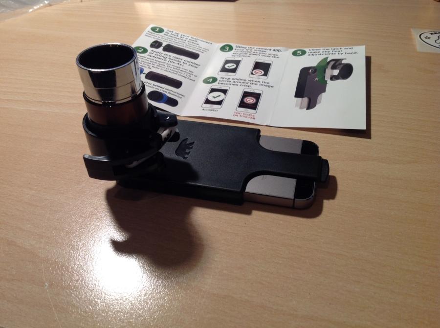 Magnifi Adapter am iPhone 5S angebracht
