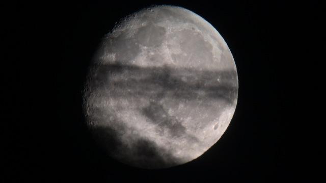 Mond mit Wolken