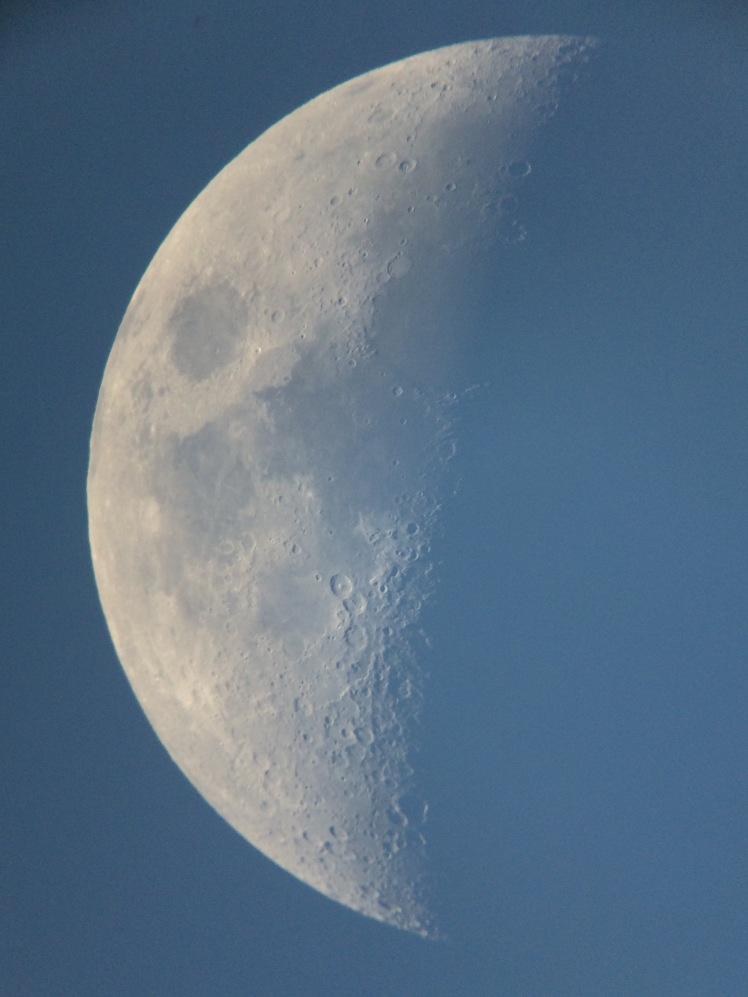 Der Mond am 24.05.15 bei Abendlicht