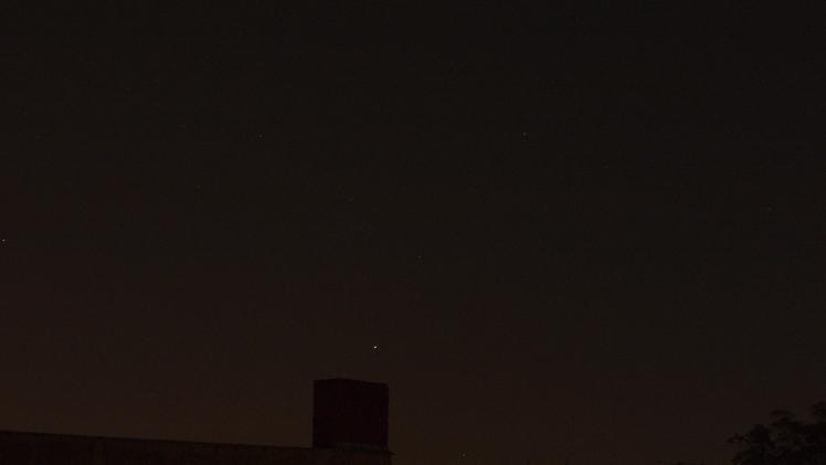 Saturn über dem Schornstein