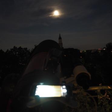 Wolken beim Mond 1