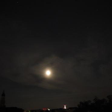 Wolken beim Mond 3