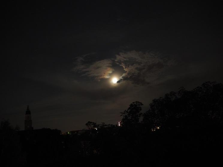 Wolken bei Mond 2