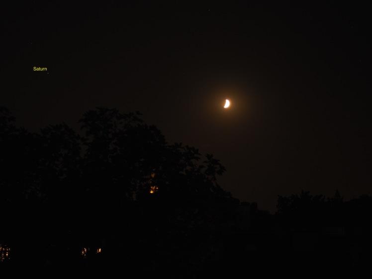 Saturn hinter Mond