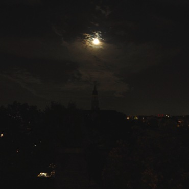 Der Mond hinter Wolken am 23.09.15