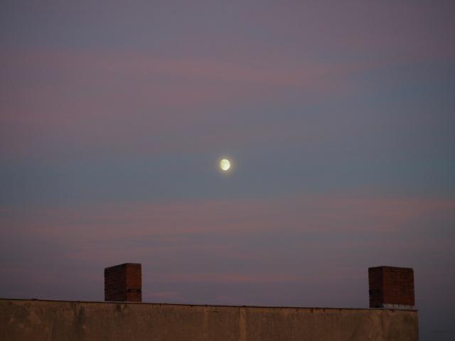 Mond zum Sonnenuntergang am 25.09.15