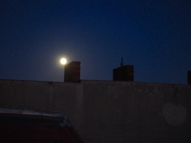 Der Mond betritt die Bühne