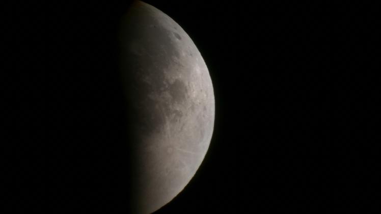 Krater Tycho ist wieder sichtbar B