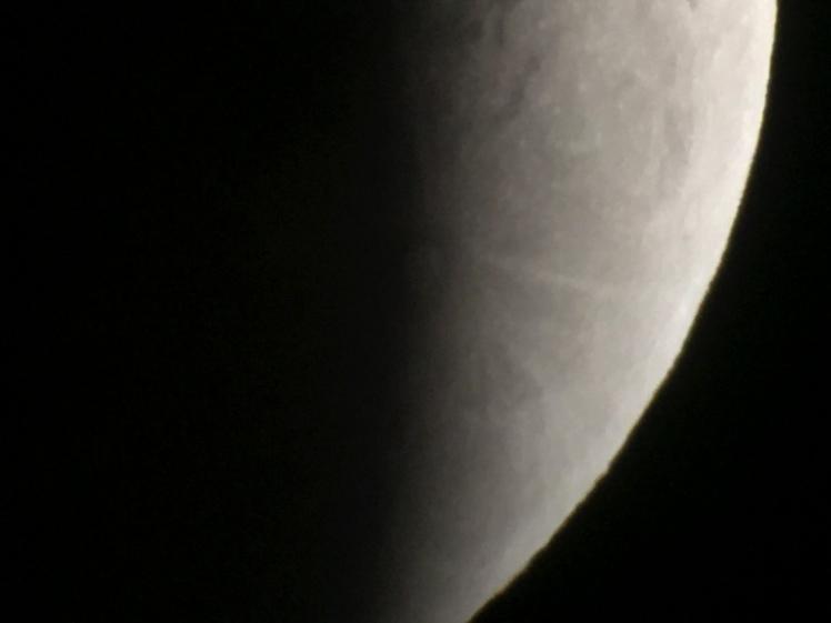 Krater Tycho vergrößert wird sichtbar 00002