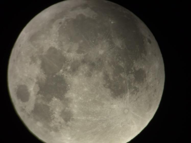 Mond 02:47 Uhr durch das Okular