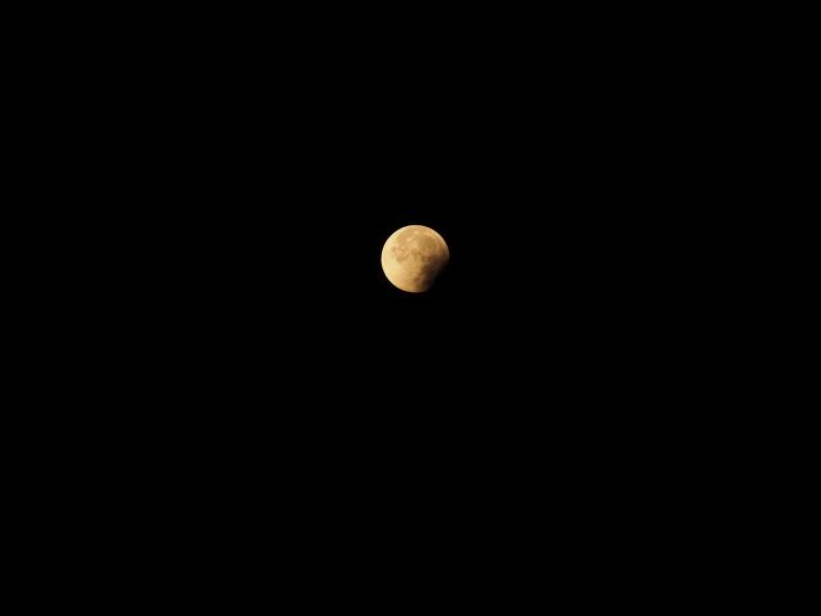 Mond mit Fotoapparat aufgenommen 06:28