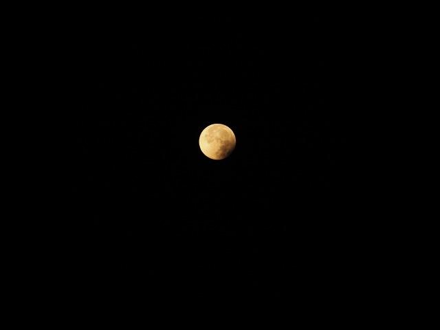 Mond mit Fotoapparat aufgenommen 06:29