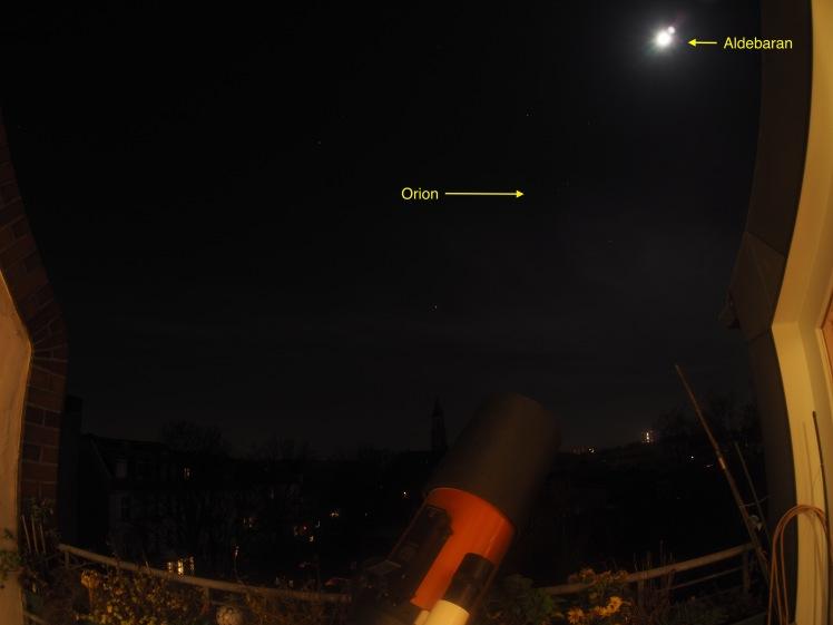 Mond mit Aldebaran bei Orion