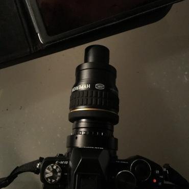 Die Olympus M10 an einem Baader Hyperion Okular