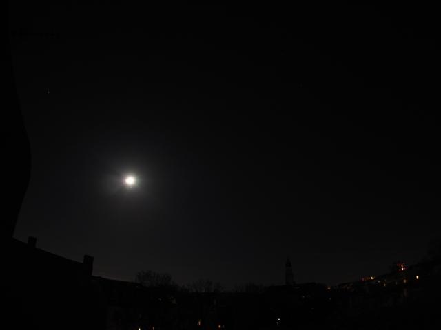 Mond beim Jupiter im Sternbild Jungfrau
