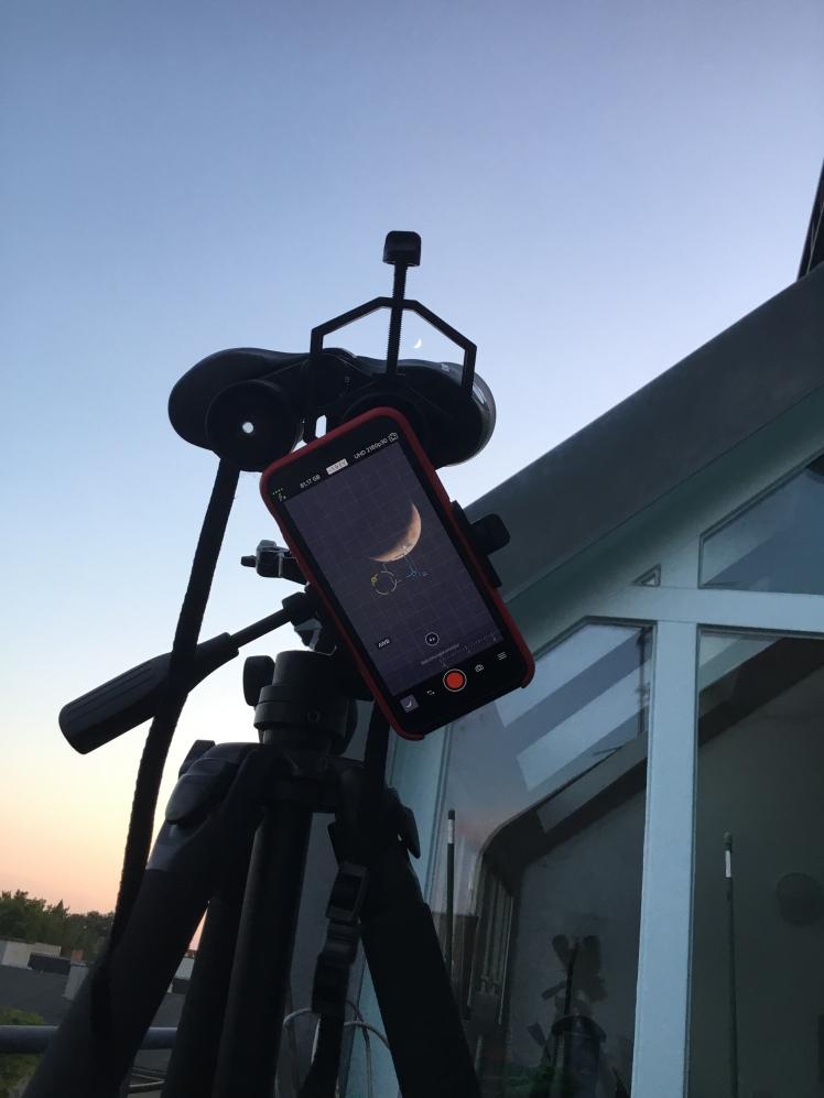 Mondbeobachtung per Fernglas und Smartphone