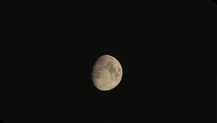 Mond durch Fernglas - iPhone X 4-facher Zoom - nachbearbeitet