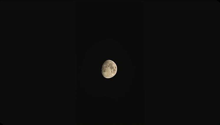 Mond durch Fernglas - iPhone X 2-facher Zoom - nachbearbeitet