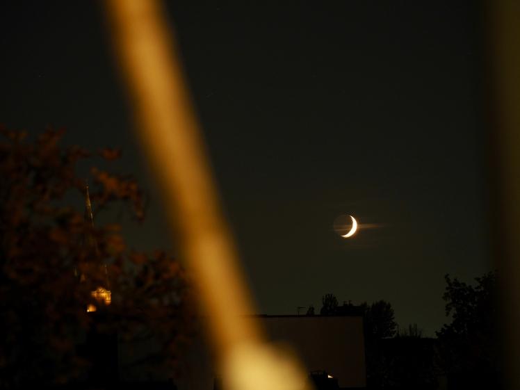 Mondsichel kurz vor dem Untergang