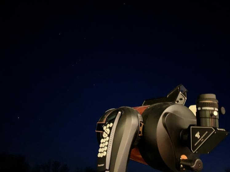 Teleskopaufbau unter den Augen des Orion